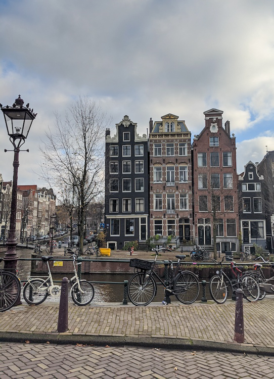 Recently, we went to Amsterdam, Rotterdam, and London and something new kept catching my eye: interior design inspiration. Here's a quick roundup of design inspiration from our latest travels. Enjoy!