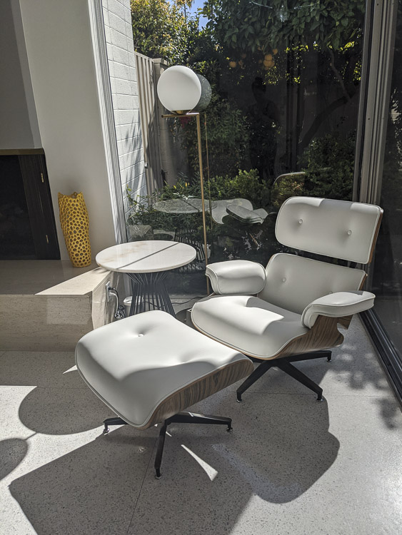 How much do we love an Eames chair, team? Click to see this baby and even more inspiring interiors in this Palm Springs vacation rental home.