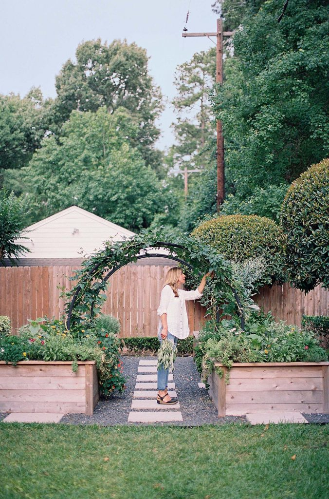 I've recently become quite the gardener—in my head. So I'm sharing all the inspiration today, from vegetable gardens to flower gardens and more!