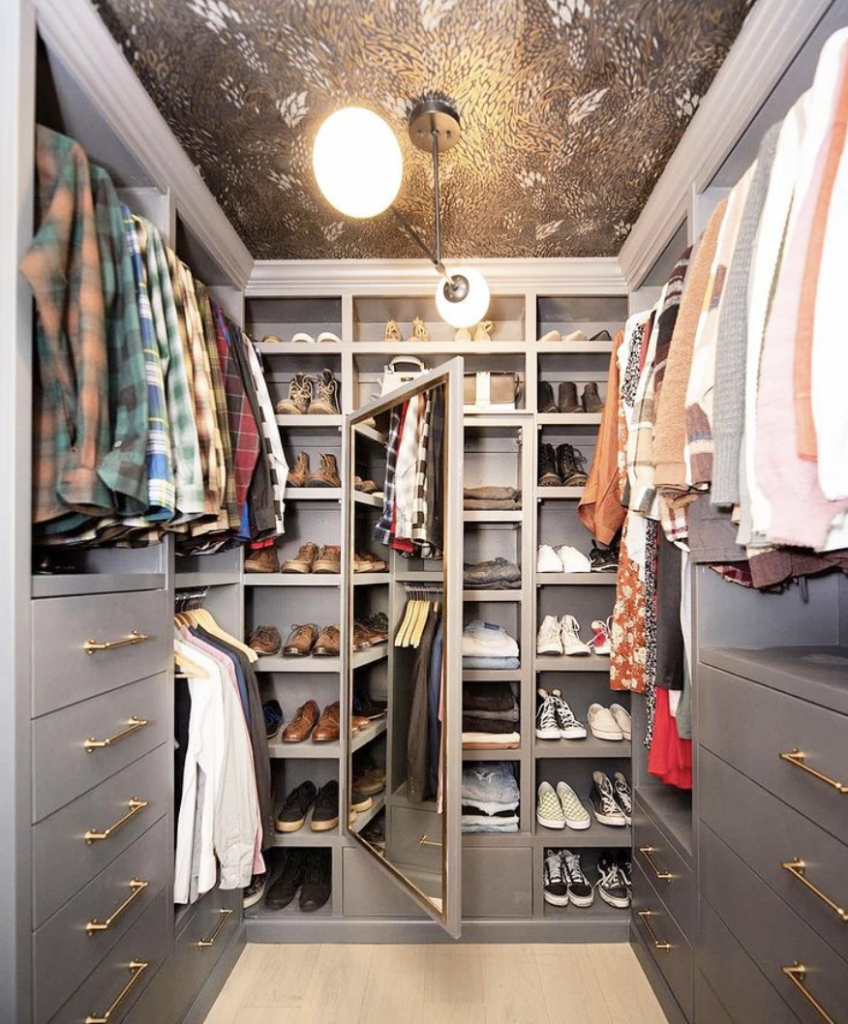 Secret storage? Sign me up! While mom may have taught us that keeping secrets is wrong, this version is pretty fun! Click for more inspiration.